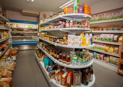 foto estanterías interior tienda eco markt